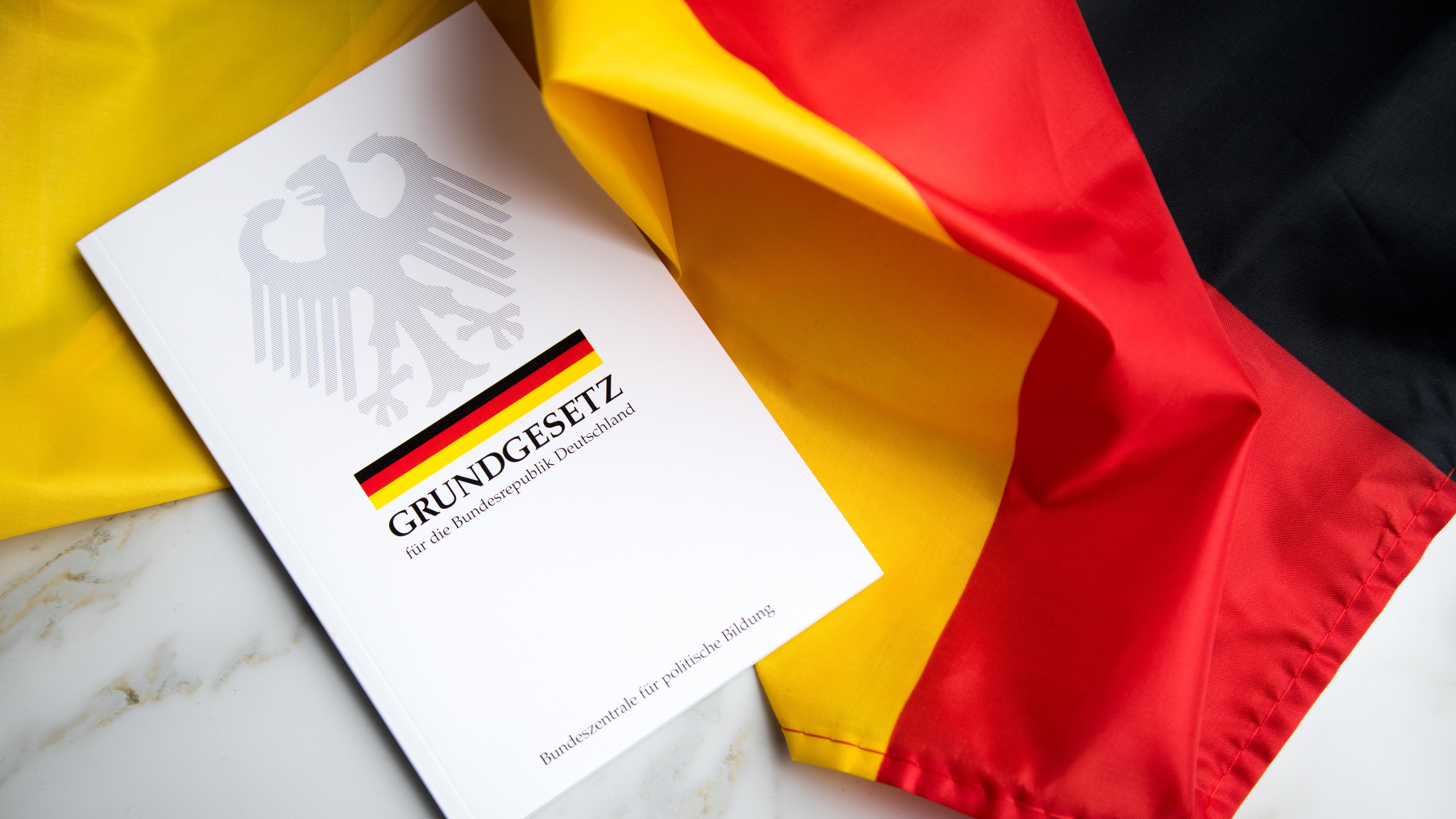 Получение гражданства Германии регламентируется Конституцией