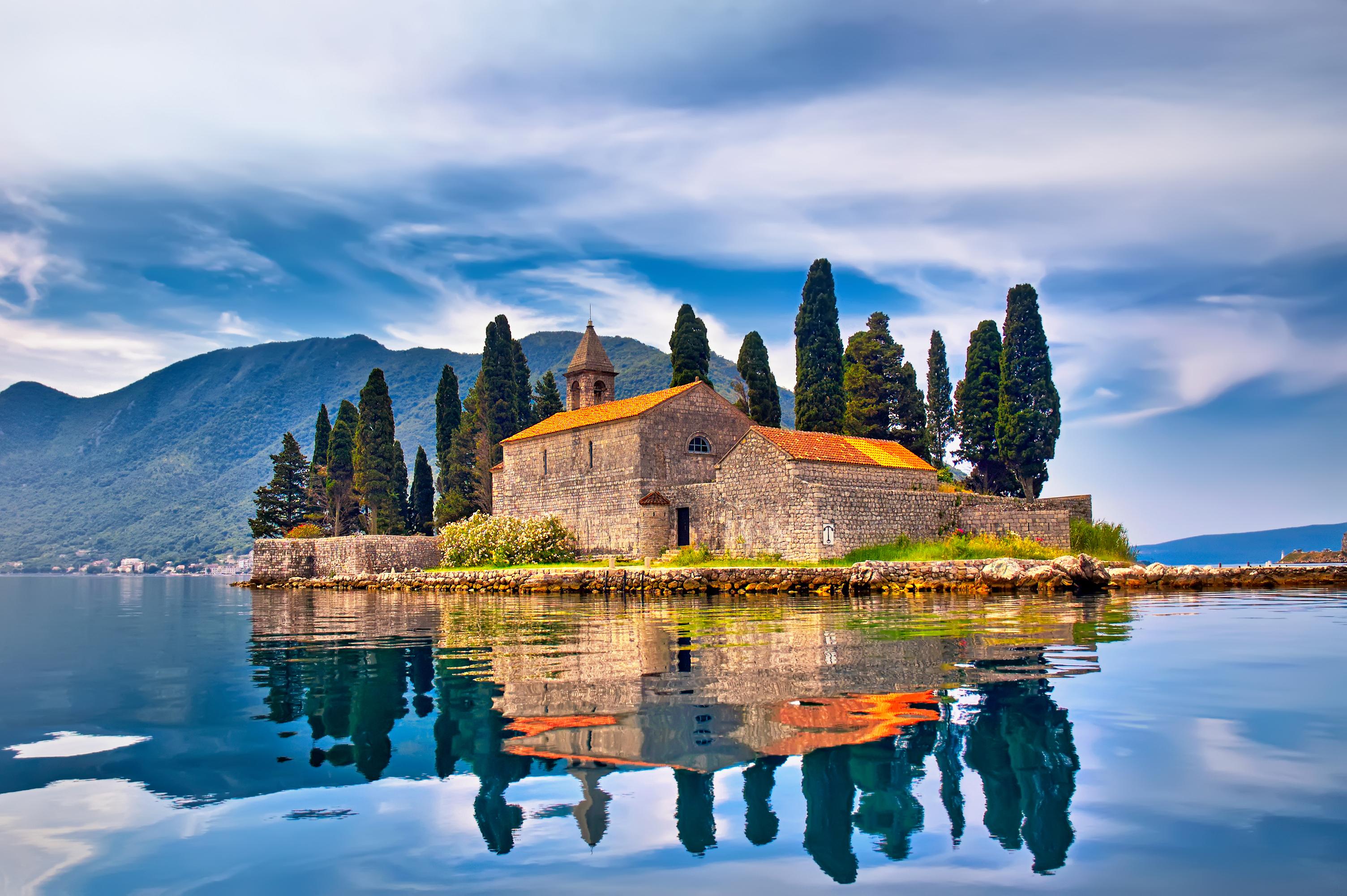 Остров Святого Георгия в Черногории, ПМЖ которой могут получить россияне, украинцы и белорусы