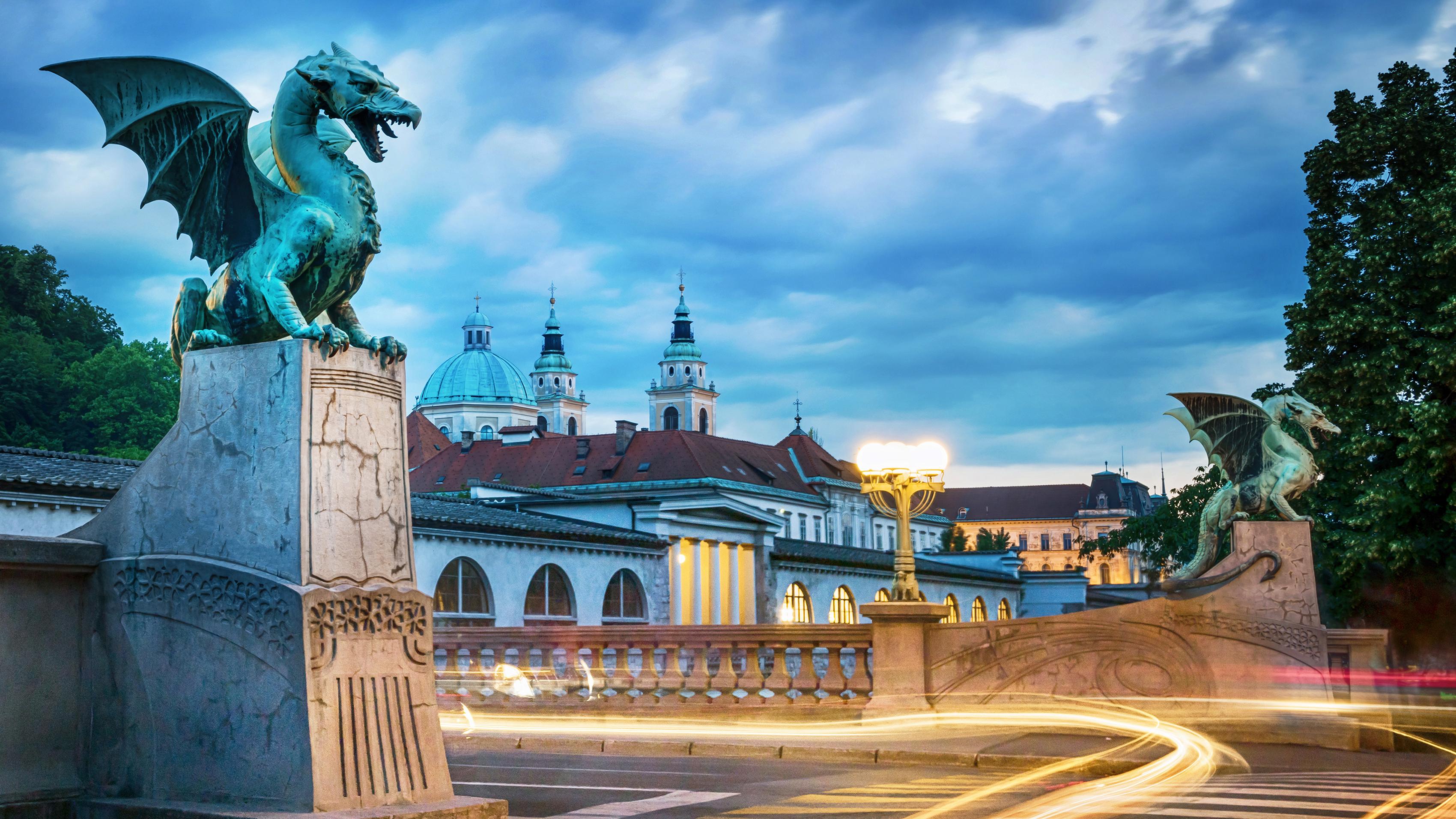 Мост дракона в Любляне, столице Словении, ПМЖ которой могут получить россияне, украинцы и белорусы