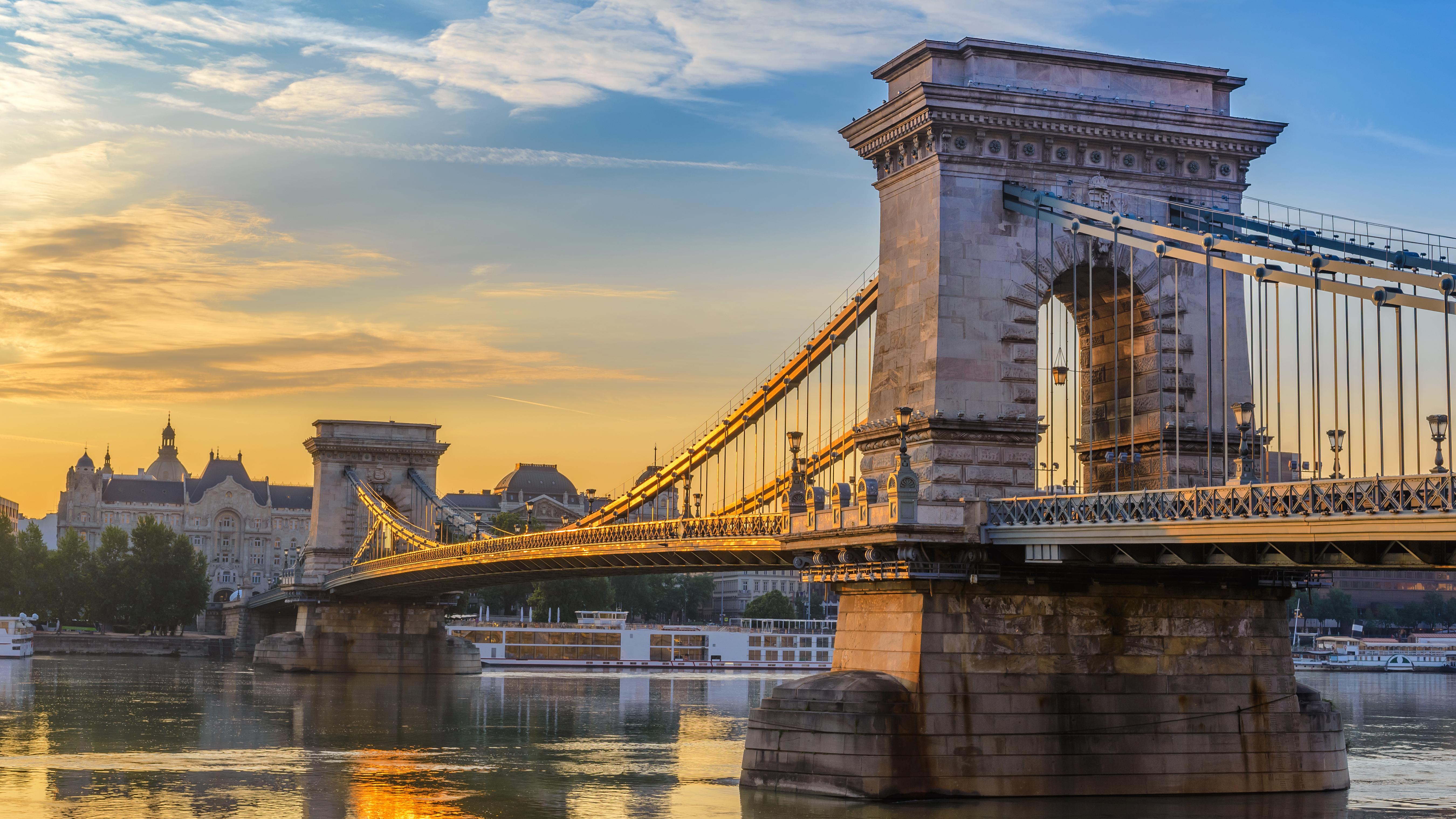 Вид на Цепной мост в Будапеште, столице Венгрии, ПМЖ которой могут получить россияне, украинцы и белорусы