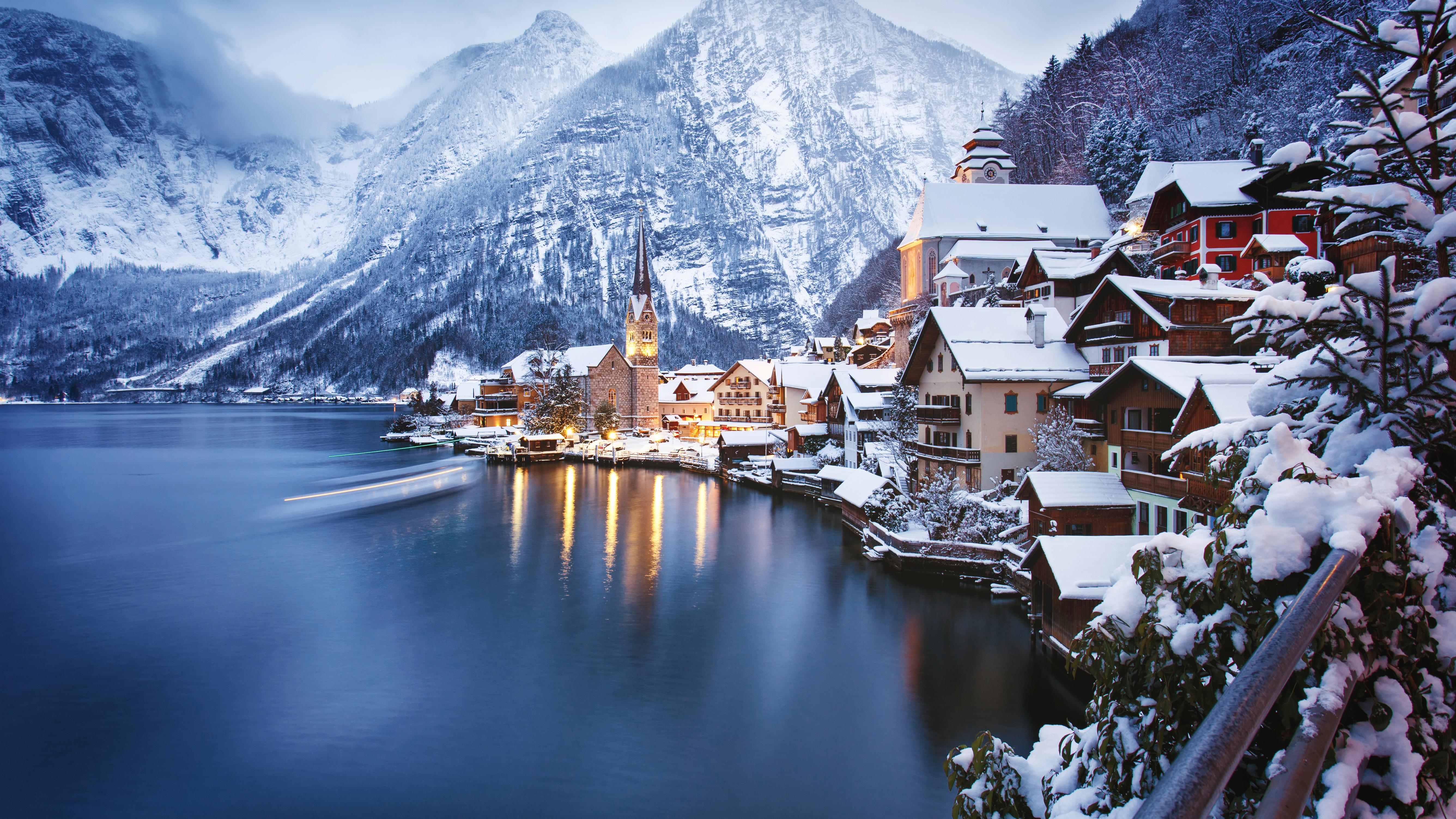 Зимний вид на Альпы и деревню Гальштат в Австрии, ВНЖ которой могут получить россияне