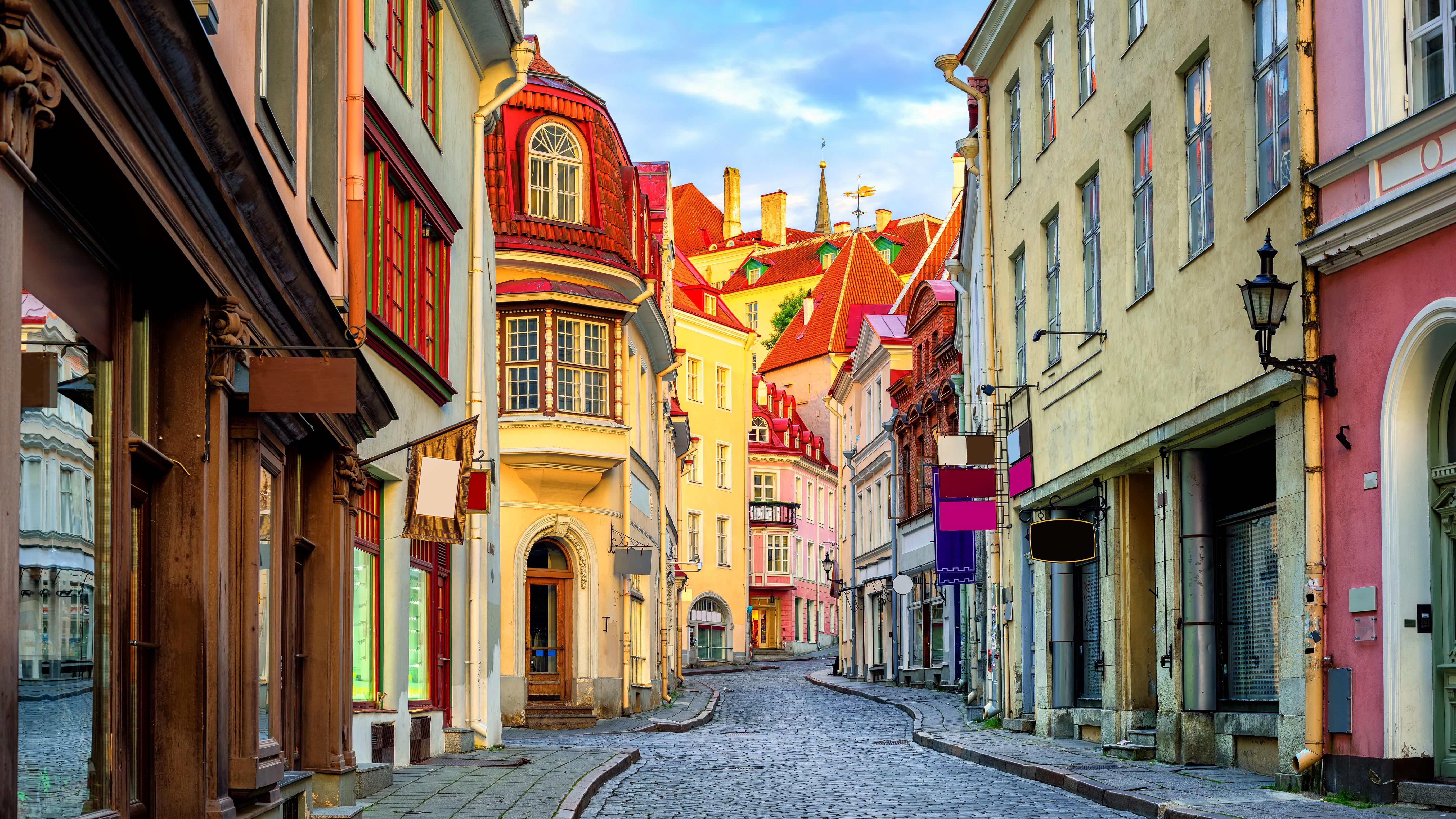 Улица в Таллинне, столице Эстонии, ВНЖ которой могут получить россияне, украинцы и белорусы