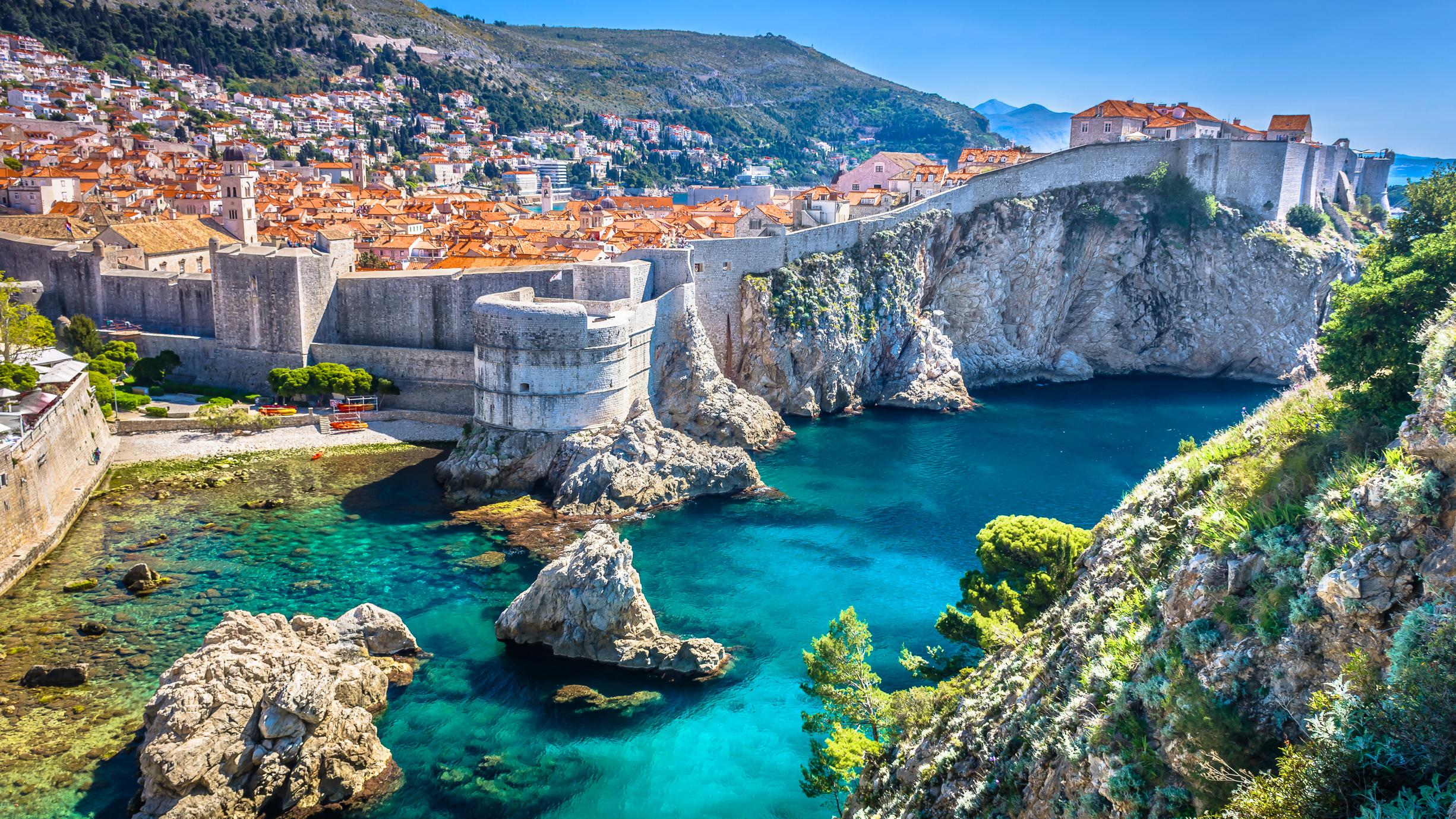 Вид на город Дубровник в Хорватии, получить ВНЖ которой могут россияне, украинцы и белорусы