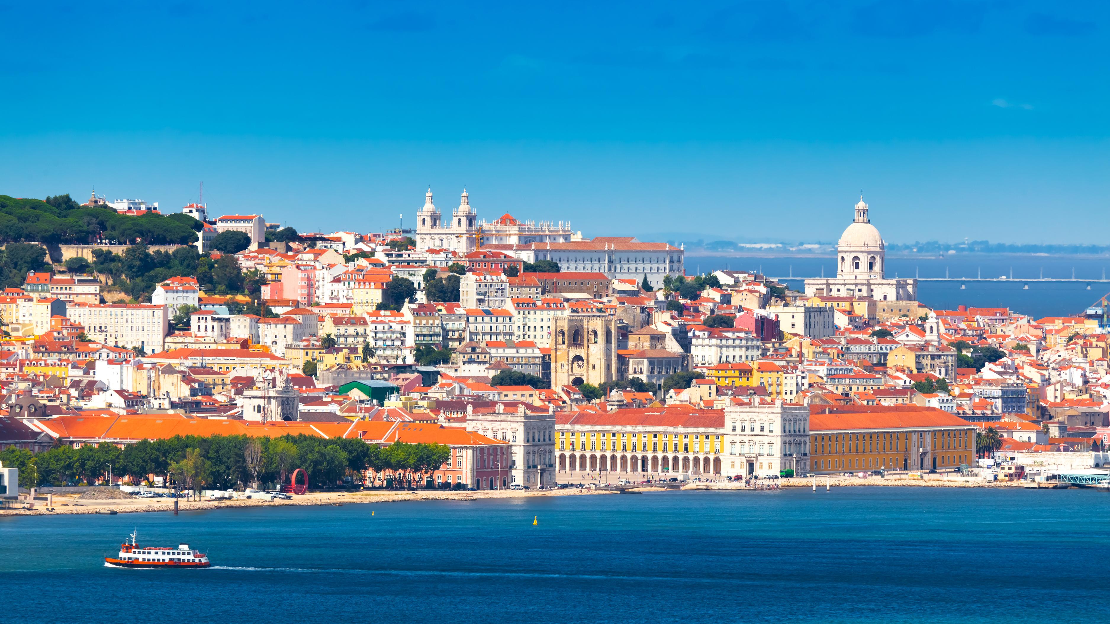 Панорама Лиссабона, столицы Португалии, ВНЖ которой могут получить россияне