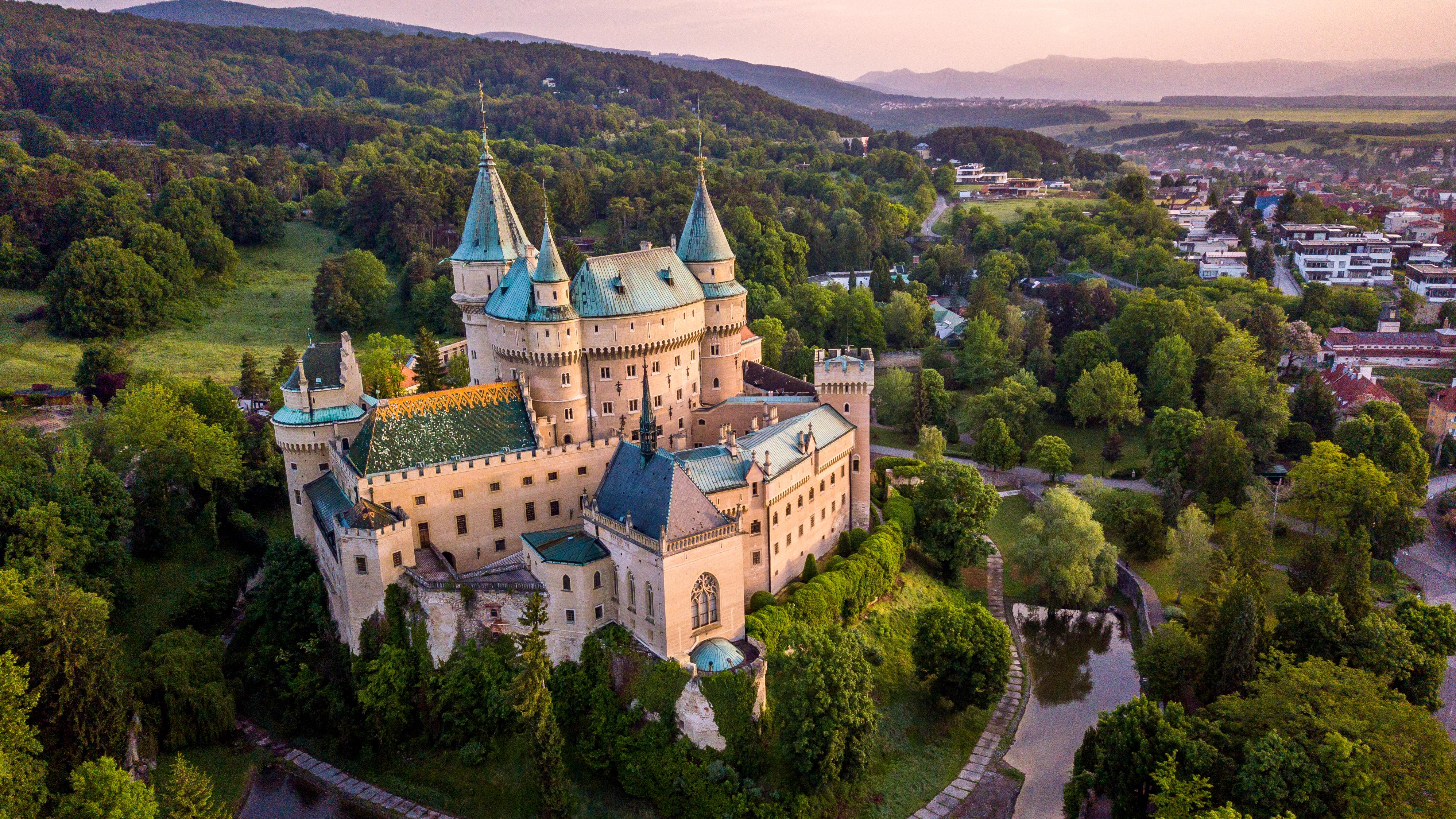 Замок Бойнице в Словакии, ВНЖ которой могут получить россияне