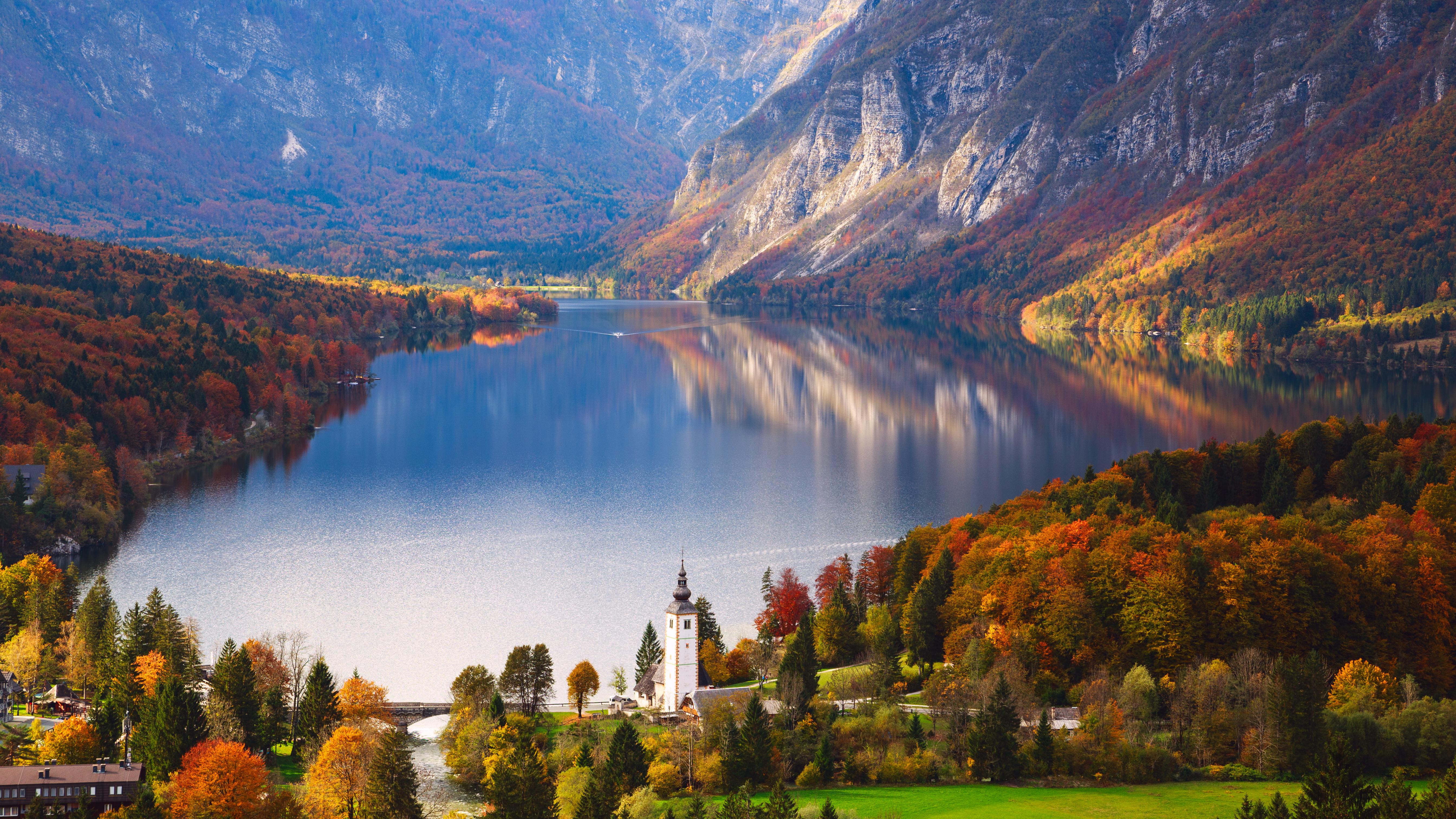 Озеро Бохинь в Словении, ВНЖ которой могут получить россияне