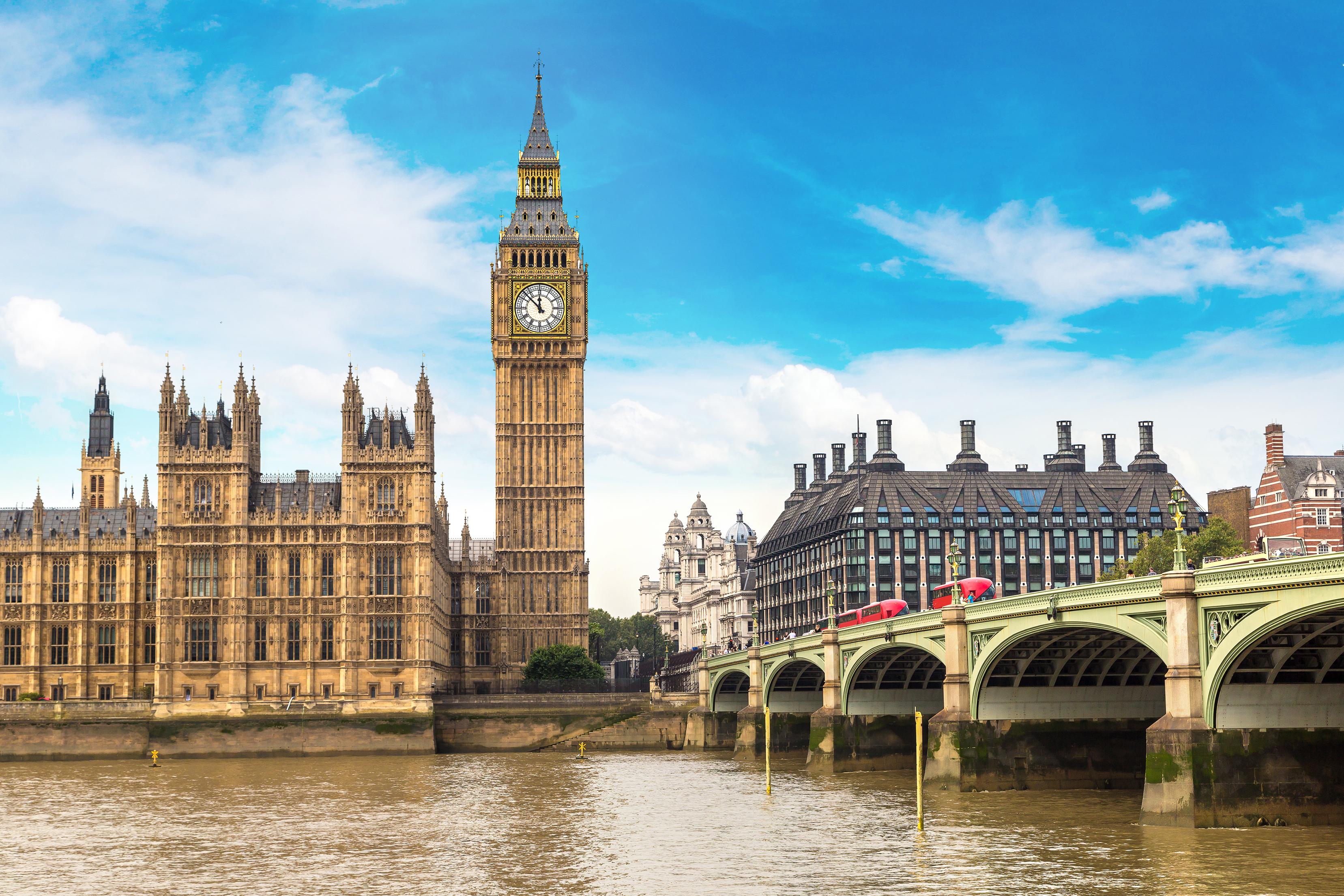 Биг Бен в Великобритании, ВНЖ которой могут получить россияне, украинцы и белорусы