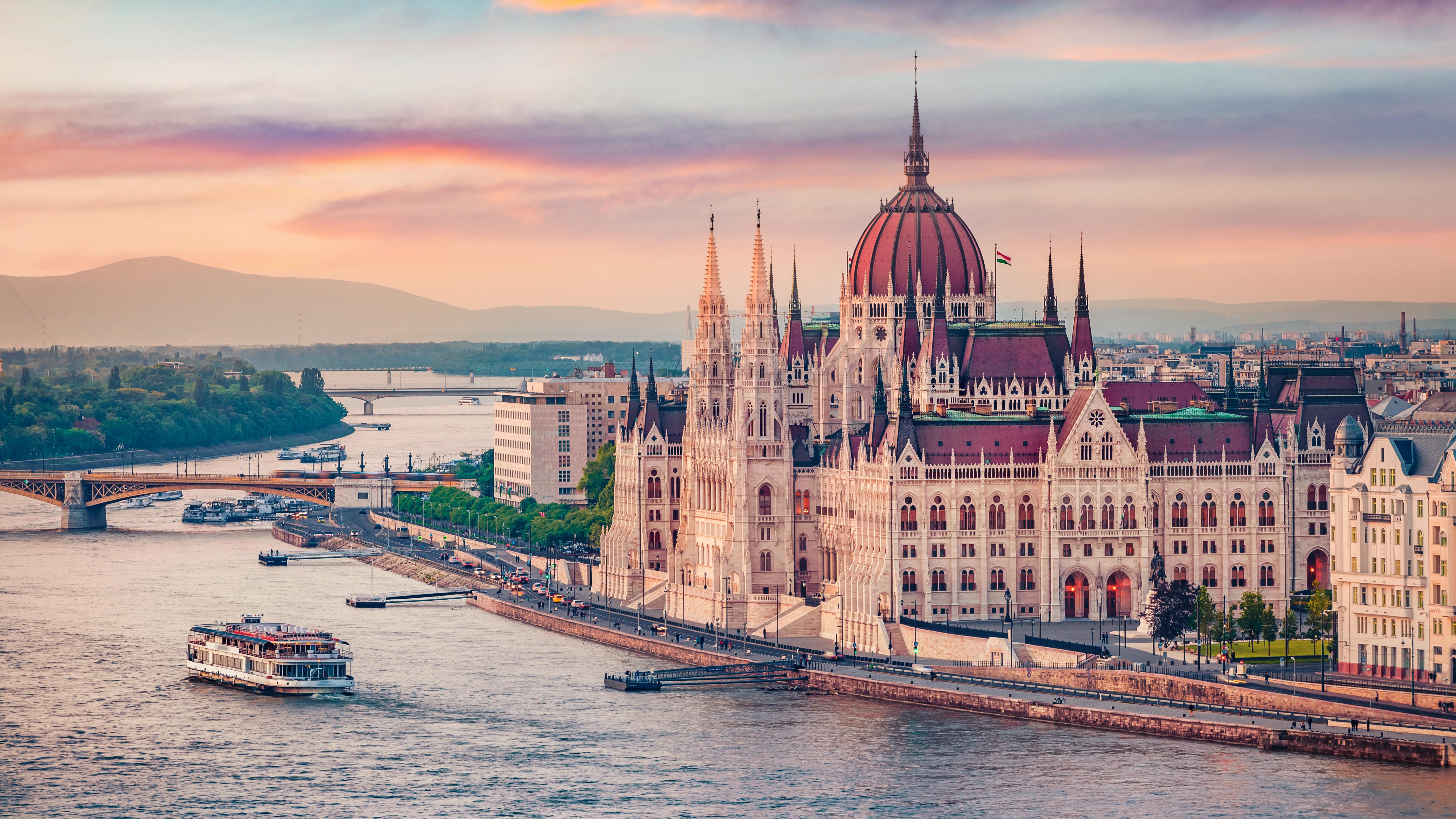 Здание парламента в Будапеште, столице Венгрии, ВНЖ которой могут получить россияне, украинцы и белорусы