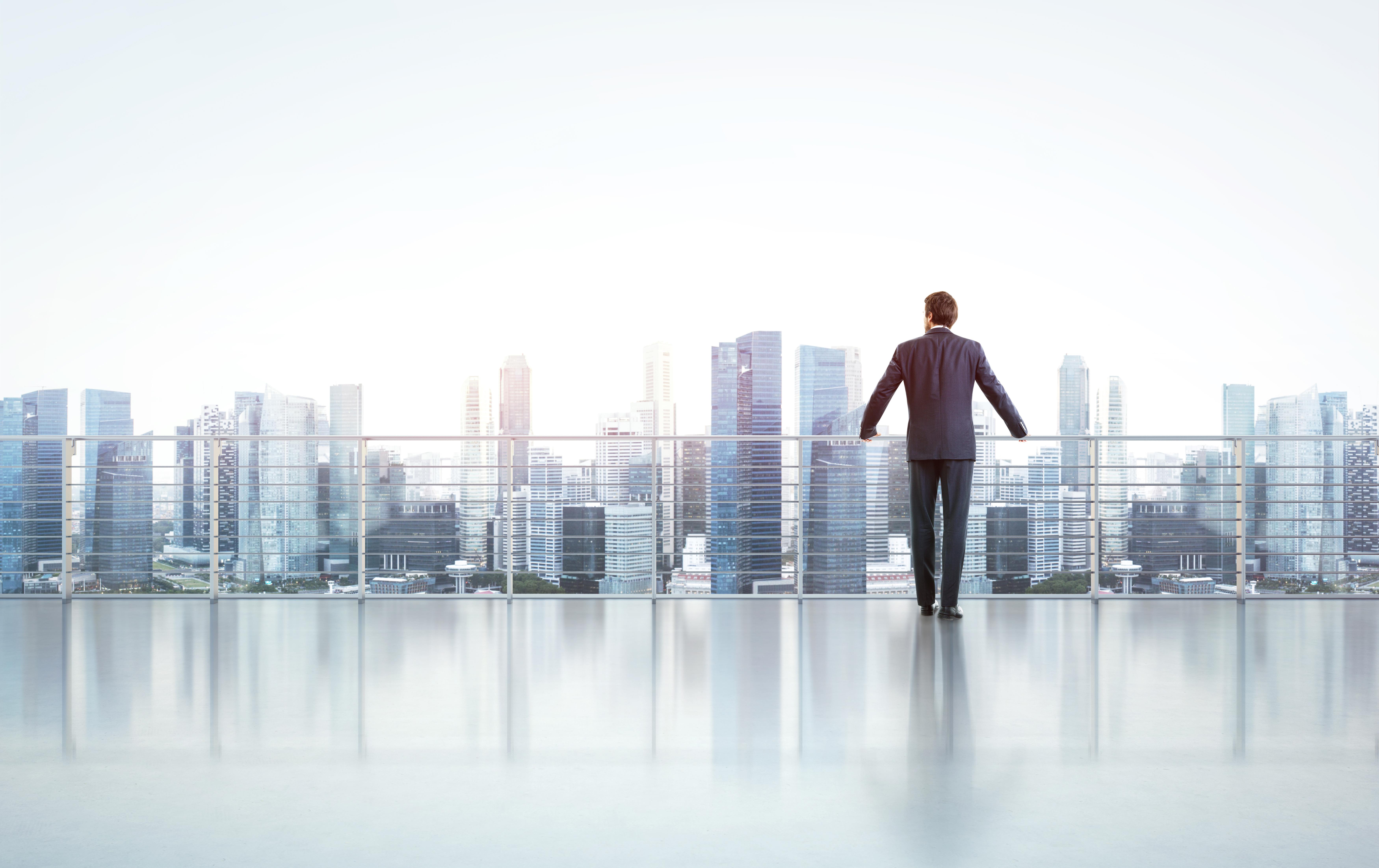 Бизнесмен, которому доступна бизнес иммиграция через регистрацию компании в Германии