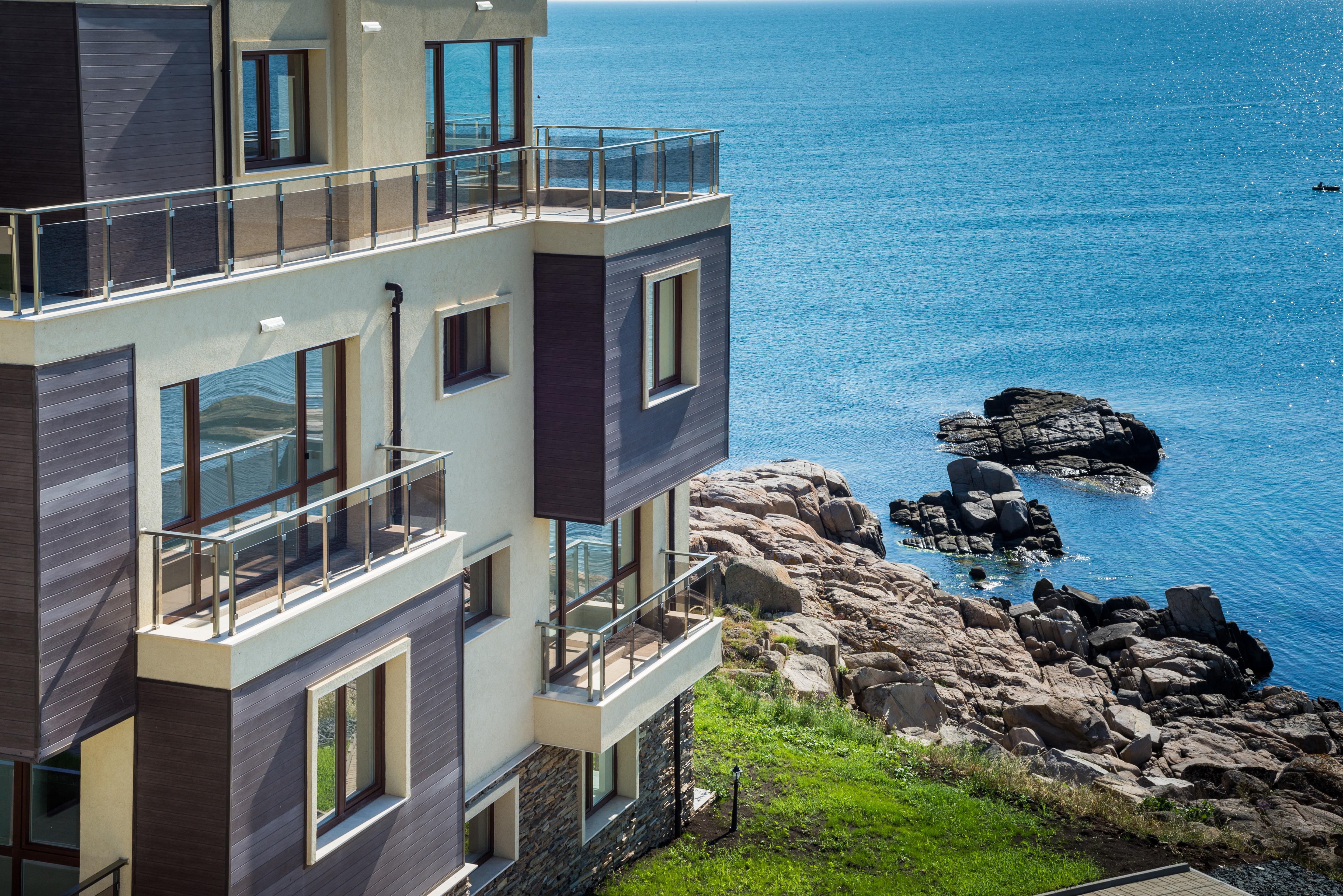 Дом возле моря в Болгарии, паспорт которой можно получить, купив недвижимость в стране