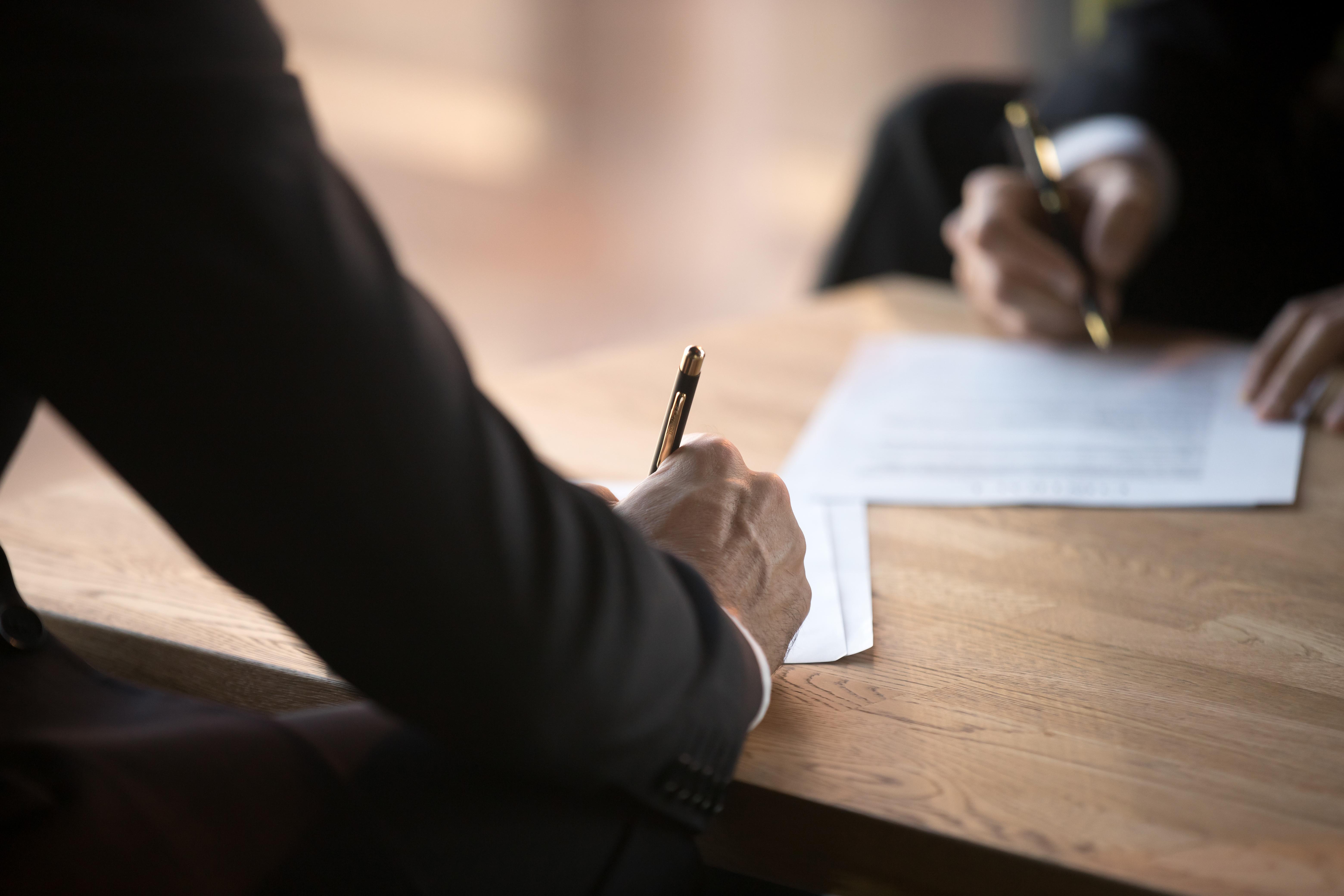 Подписание договора купли/продажи недвижимости в Словении